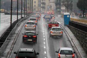 Gładka jezdnia na Łazienkowskiej. Przystanki zrobią w tygodniu
