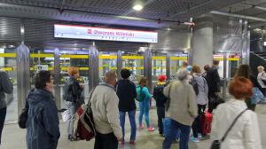 Stacja metra ewakuowana. Trzeci dzień z rzędu