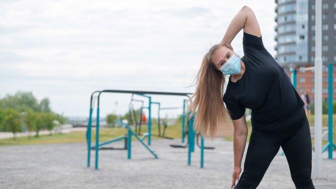 Badanie: brak ruchu ponad dwukrotnie zwiększa ryzyko zgonu z powodu COVID-19