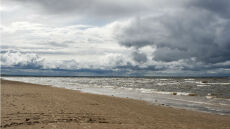 Nie będzie tłumów na plażach. Będą za to chmury