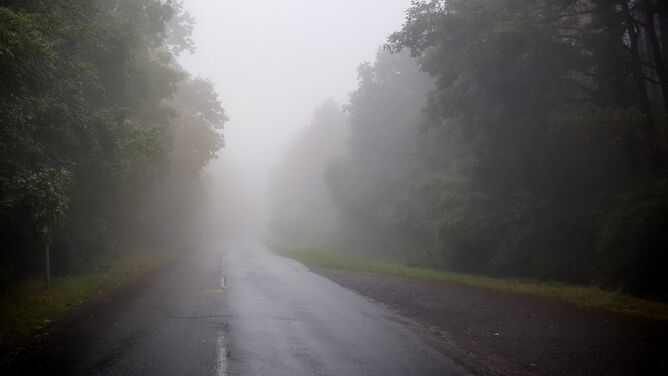Jest mglisto. <br />To może utrudnić podróżowanie